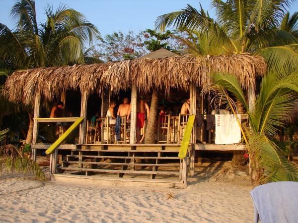 TheScubaGeek.com » Best beach bar on Roatan (and the world)